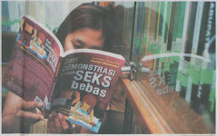 """Membaca Buku """"DEMONTRASI SEKS BEBAS"""""""