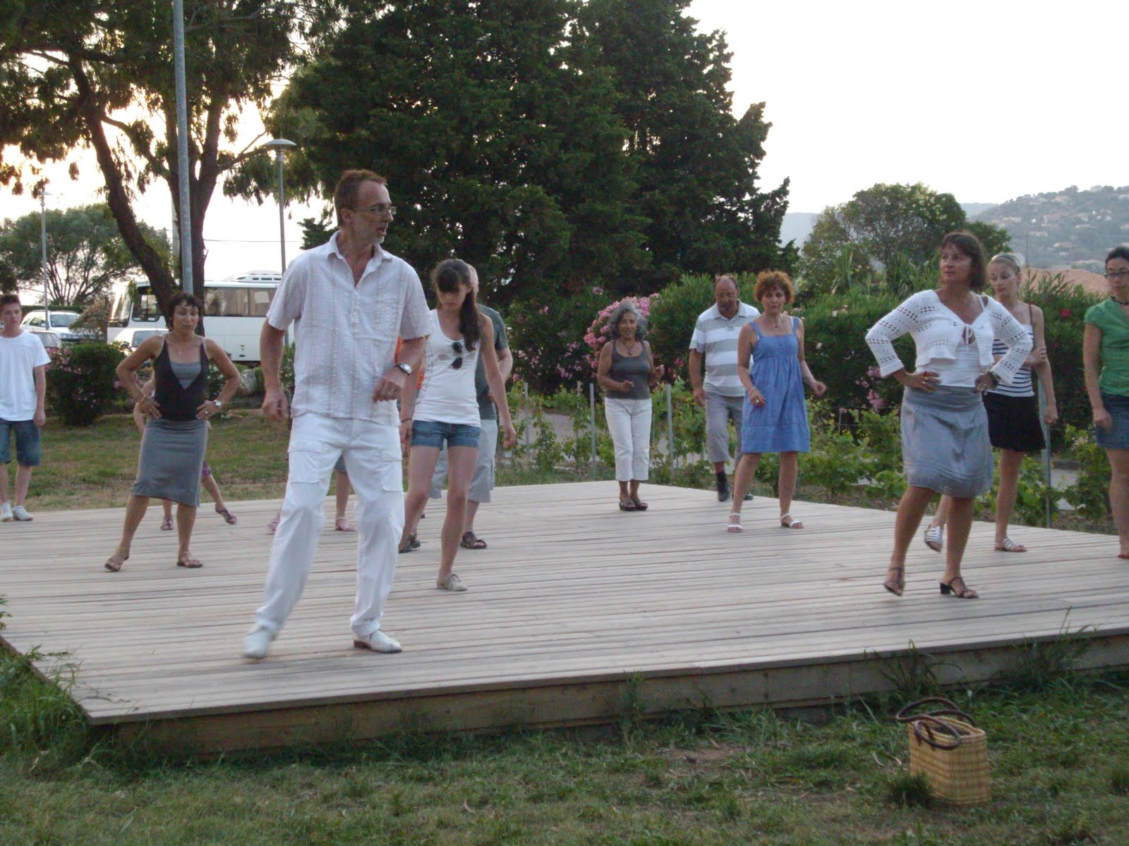 village vacances touristra la manne  alors on danse