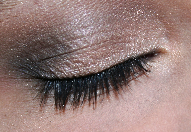 Revlon Nude Elements quad eye makeup look