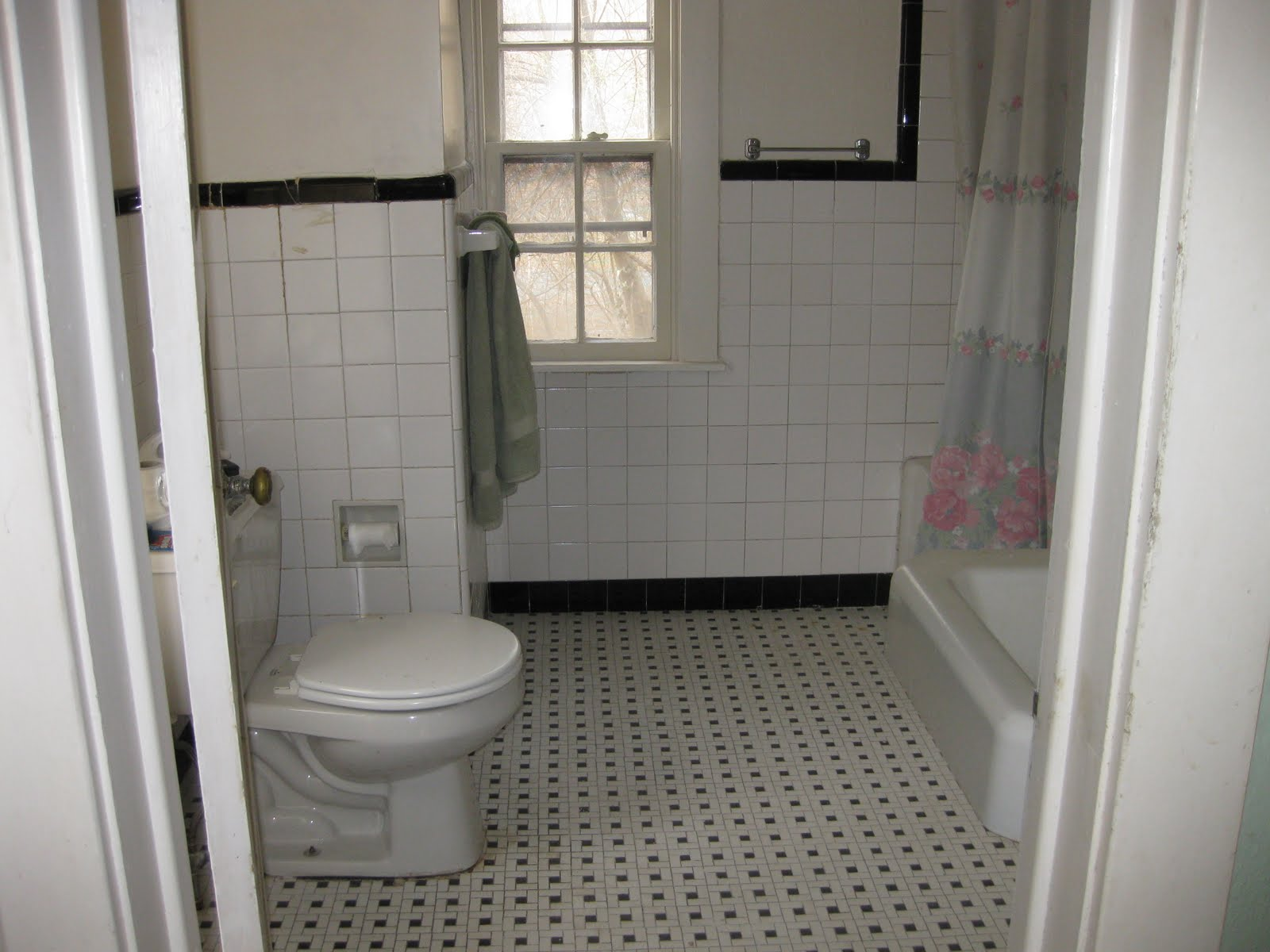 Black and white vintage bathrooms - All Rooms Bath Photos Bathroom