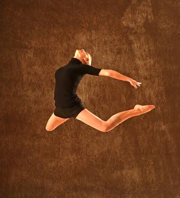 D20 0148 Dancer in flight