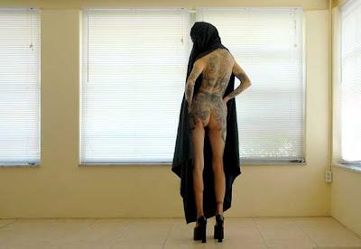 D20 3879 Behind A Burqa