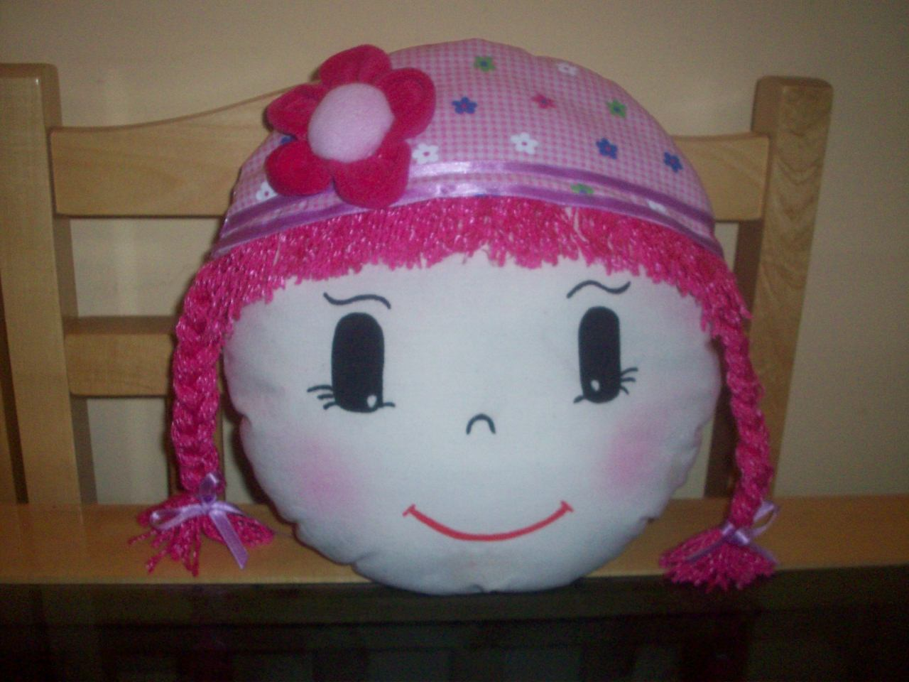 cara de boneca faço com outras estampas de boina e outras cores de
