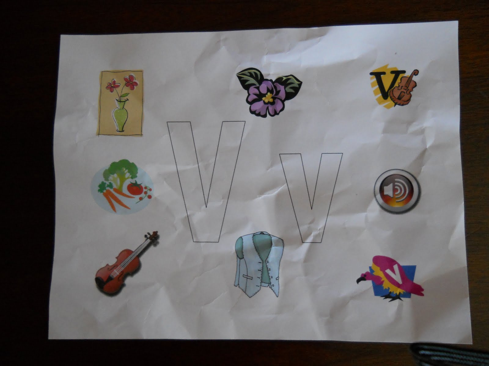 Objects Starting with Letter A http://adayfamacademy.blogspot.com/2010/05/tot-school-letter-v.html