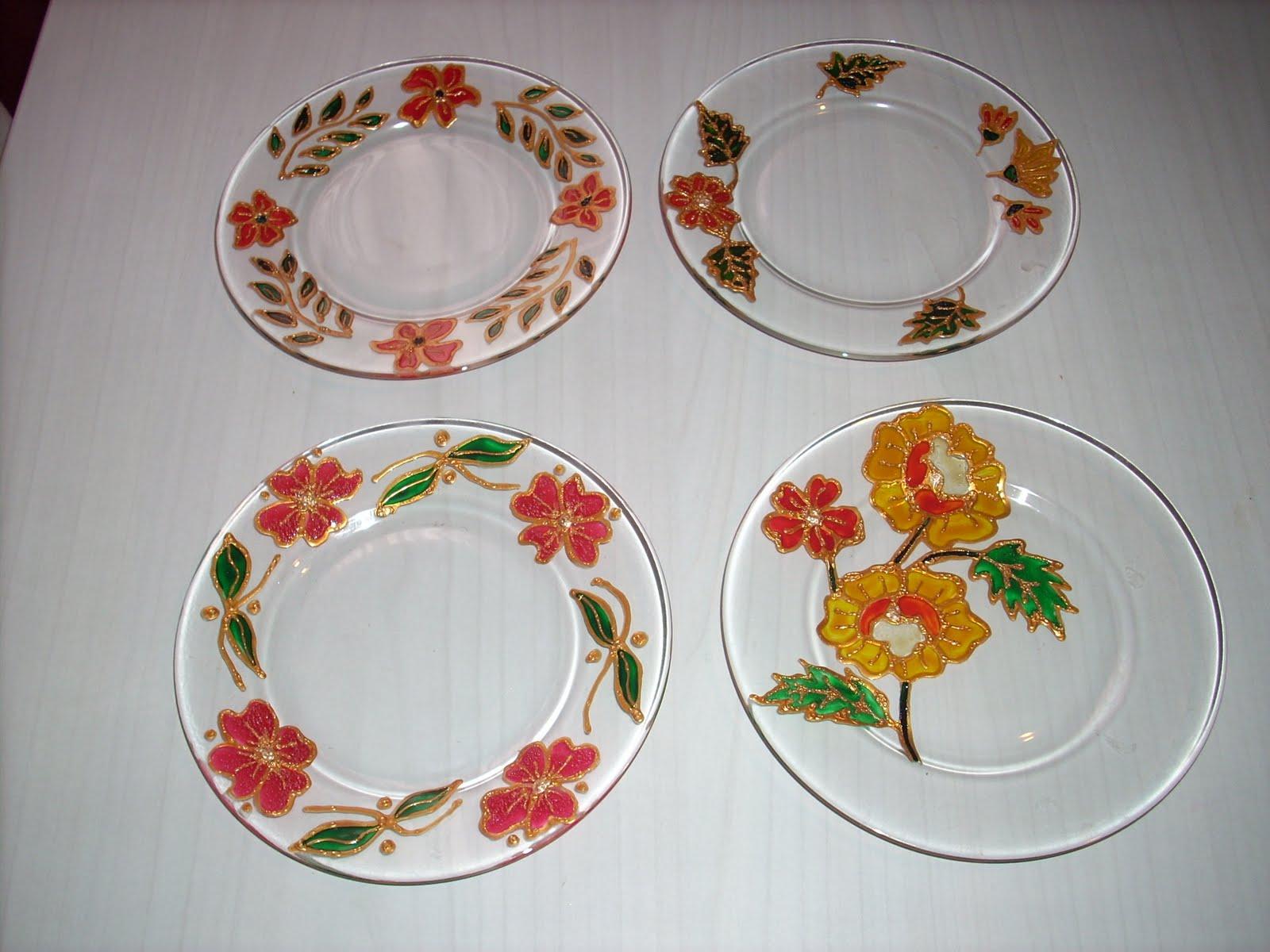 Reali fantasie colorate piattini dipinti for Decorazioni piatti da cucina