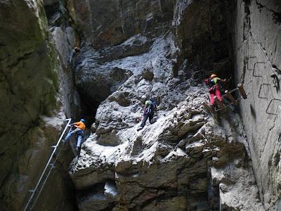 Dos itinerarios son posibles en el interior de la gruta, por supuesto nosotros optamos por el !¡¡difícil!!!!