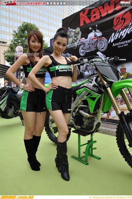 gadis di balik motor kawazaki kx250f