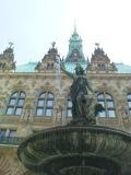 A fountain in the courtyard of the Rathaus