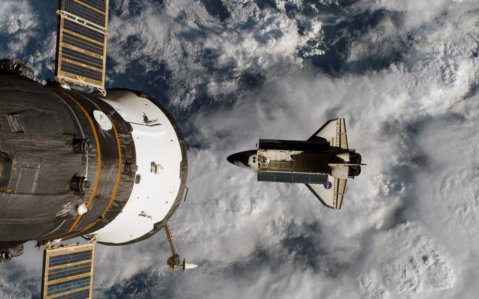 http://1.bp.blogspot.com/_clI_MDn2X3s/SwtU67hohaI/AAAAAAAAAS8/wDj-kjg_a4M/s1600/NASA_-_Space_Shuttle_Atlantis.jpg