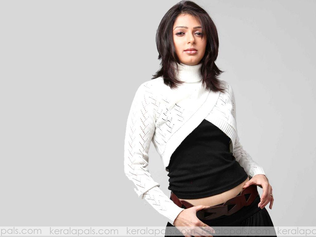 images of Celebrity Bhumika Chawla Hot Wallpappers