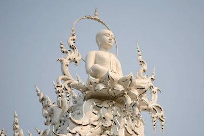 kuil serba putih