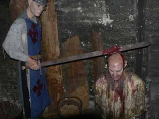 london the london dungeon 2005 08 02 resize 10 Museum Paling Angker dan Menyeramkan di Dunia