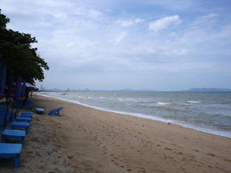 GAY JOMTIEN BEACH: Dongtan Beach