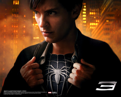 Peter Parker (Tobey Maquire) wears black suit spiderman