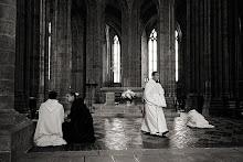Aqui oramos diariamente por todos los monjes, monjas de clausura y misioneros.
