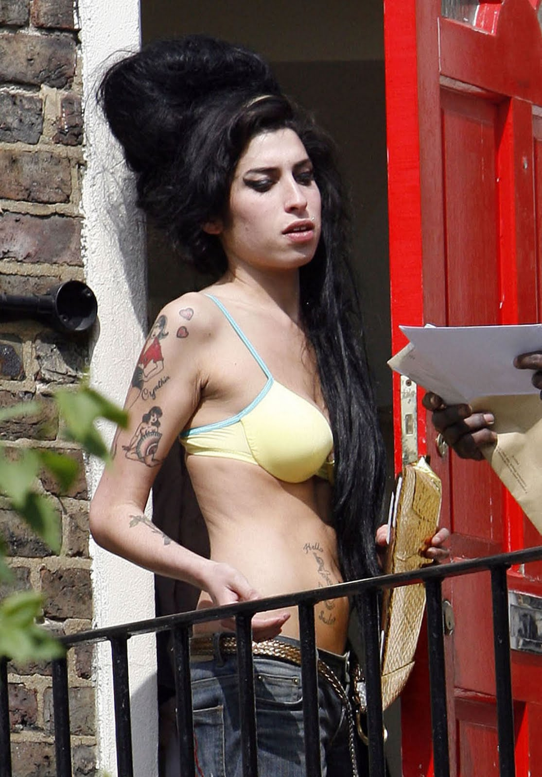 http://1.bp.blogspot.com/_csogD6ptEnI/SwD5iYORFGI/AAAAAAAADhk/l5eOHFCGSXI/s1600/Amy_Winehouse_06.jpg