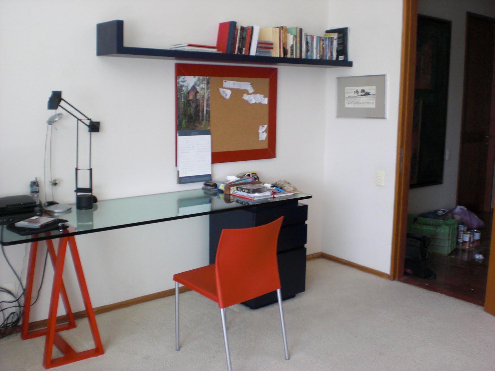 Escritorio cubierta de cristal muebles sobre dise o avl for Muebles escritorio diseno