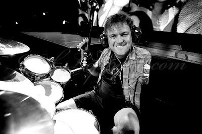 Rick Allen a la bateria