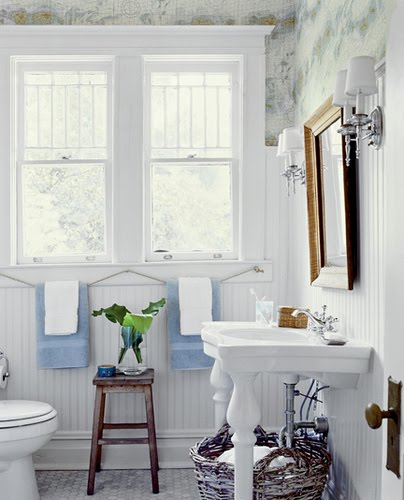 really love this bathroom i like how the beadboard stretches up a