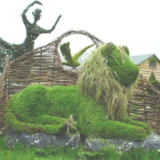 Leon y arte en jardin