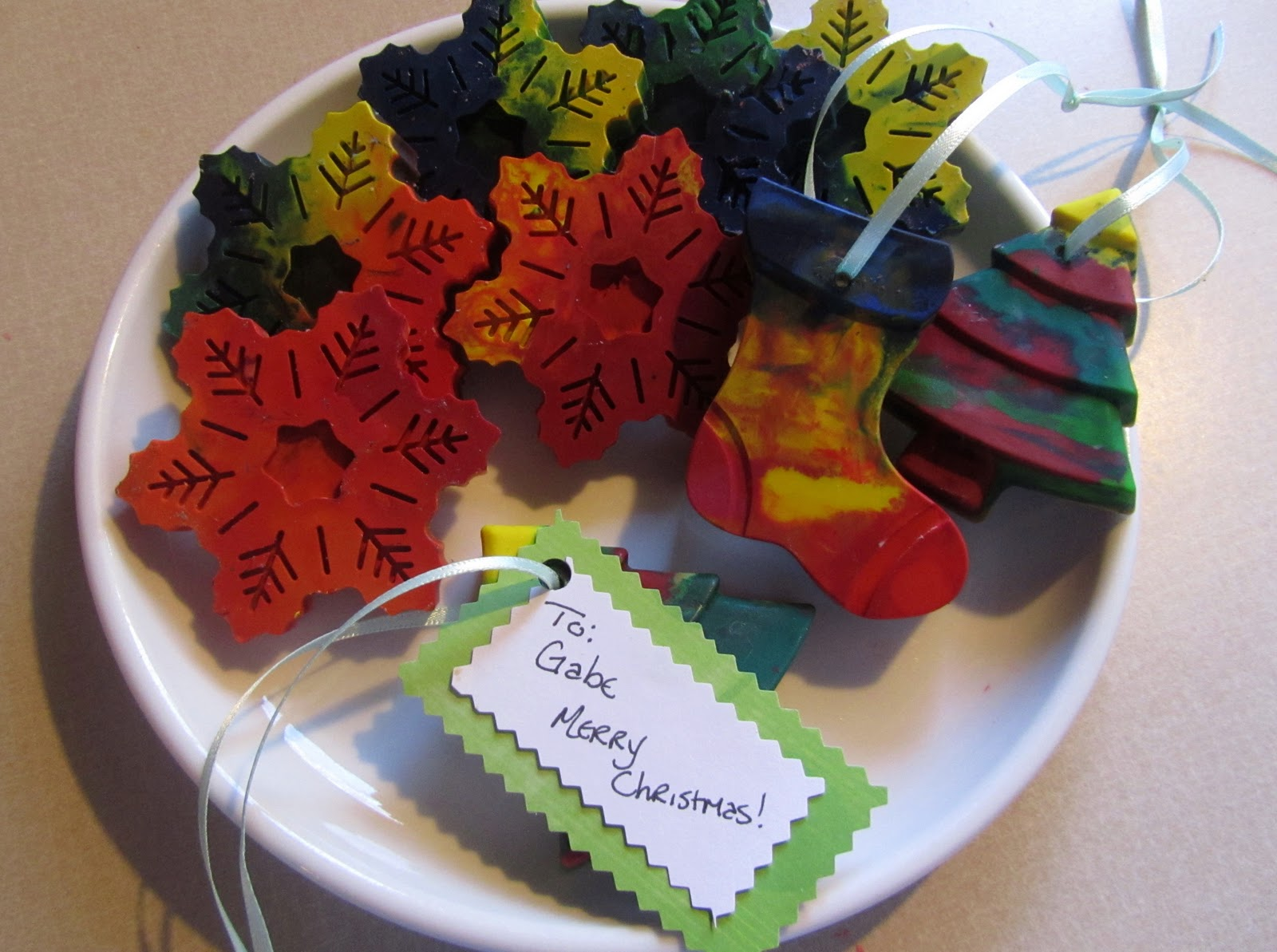 Making christmas ornaments with crayons - Chances Are You Ve Done This Or Seen Twenty Other Blogs Show You How And There S A Reason For The Popularity Of Crayon Making It S Easy