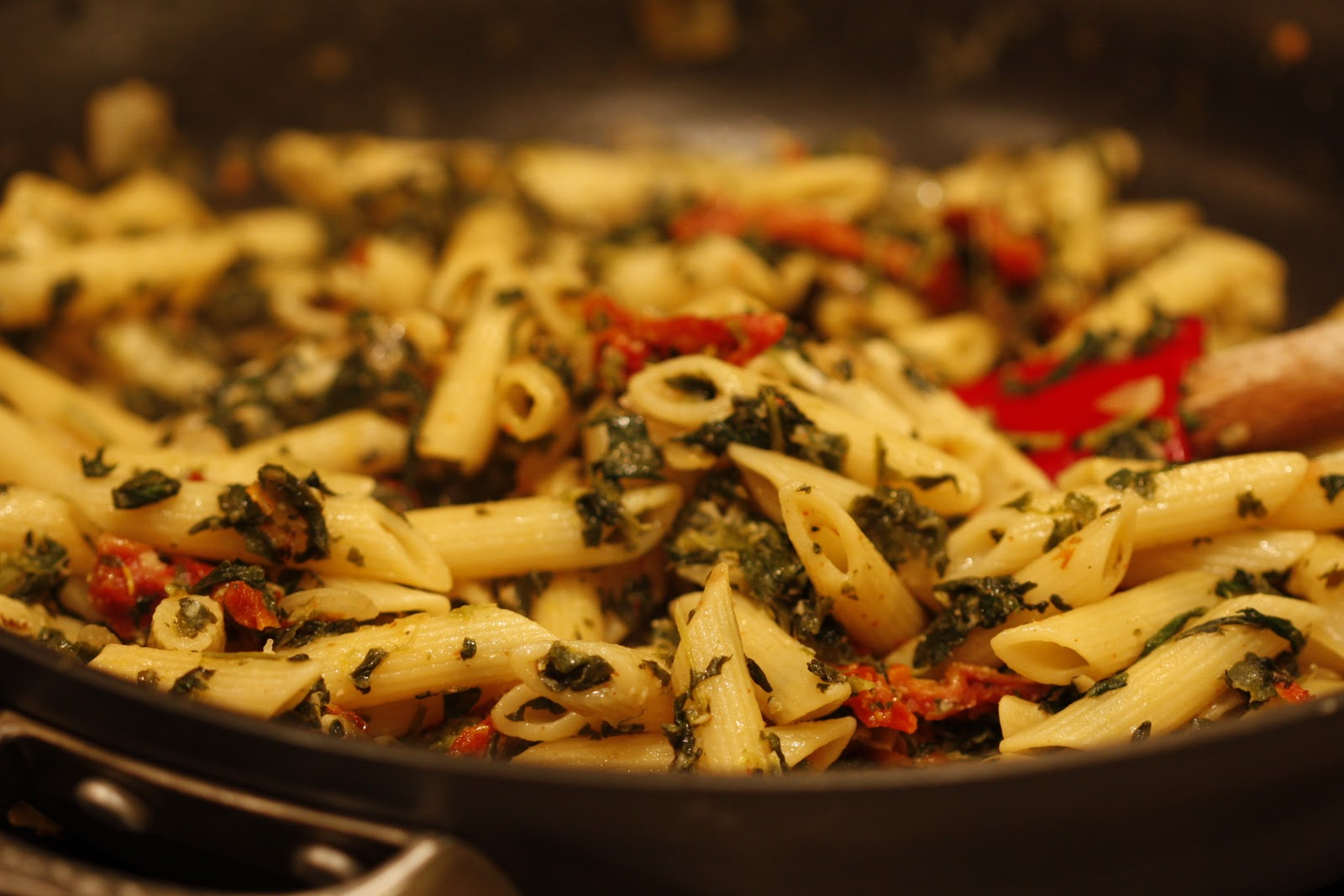 Designer Bakery: Spinach and Sun-dried Tomato Pasta