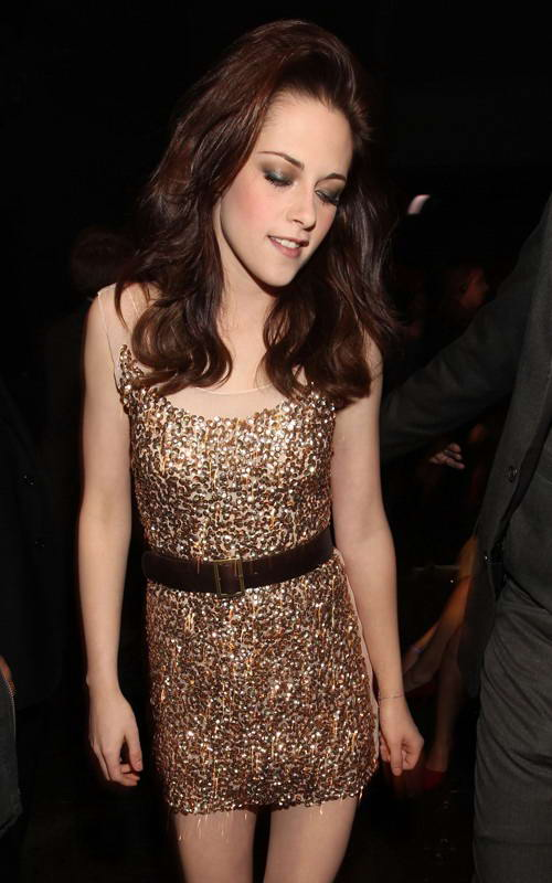 Kristen Stewart in Gold Sequin Dress at 2011 People's Choice Awards