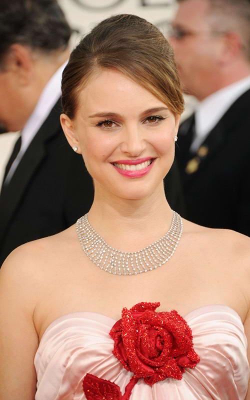 natalie portman golden globes 2011. Natalie Portman in Pink Floral