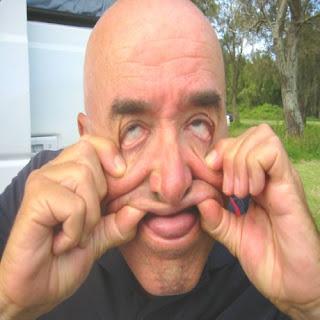 http://1.bp.blogspot.com/_d-GWpXJVO4Q/SLVliUOQcSI/AAAAAAAADUE/Cdbz4cF52cQ/s320/Silly+Man+Face.jpg