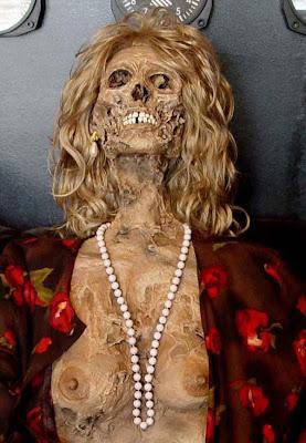horror 16 Boneka boneka Ngeri