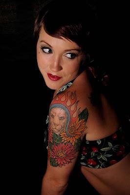tatto keren di tubuh wanita seksi   berjambang