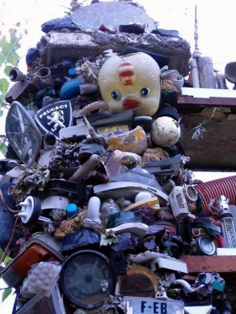 Rumah Yang terbuat Dari Sampah