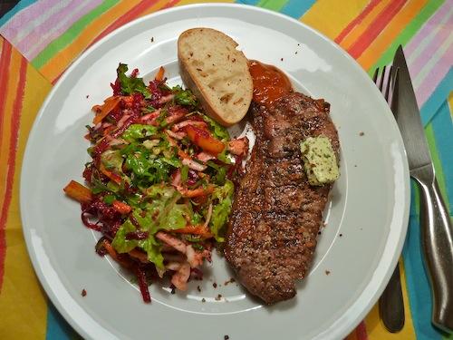 basilico biscotti bunter salat als beilage zum steak. Black Bedroom Furniture Sets. Home Design Ideas