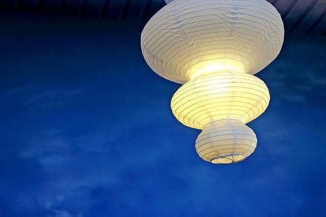 Lampu sebagai penerang dan pusat perhatian dalam ruangan