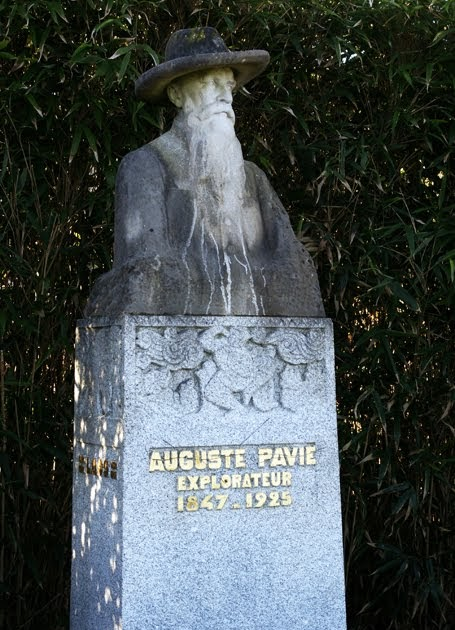 Caroline 39 s miscellany random statue 1 auguste pavie for Jardin anglais guingamp