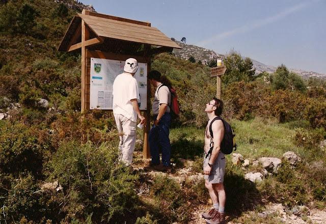 Cartell i connexió pista del Picaio i el sender del Pla de la Vella, al Mondúver
