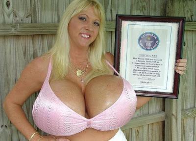 دختر سینه بزرگ