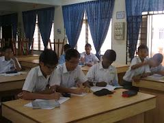 Murid-murid  2UTHM semasa sessi P&P