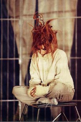 Ambiguïté avec le 4è single de Mylène dans Mylène 1999 - 2000 assise