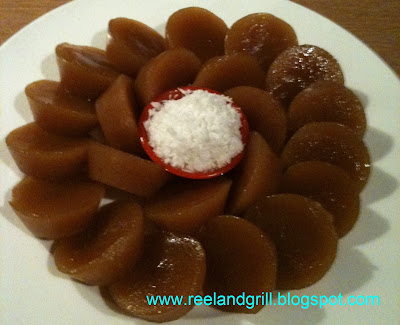 Kutsinta or Cuchinta a la Lalaine (Filipino Brown Rice Cake)