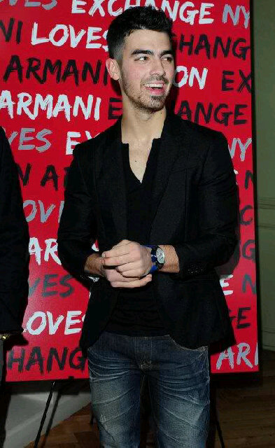 kar1n9  Leer es mi vida  Joe Jonas no sabe de quien es la fiesta