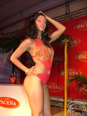 Stella Maris Fernandez es imagen del calendario 2011 de PACEA