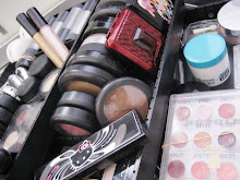 INSIDE MY MAKE UP BOX