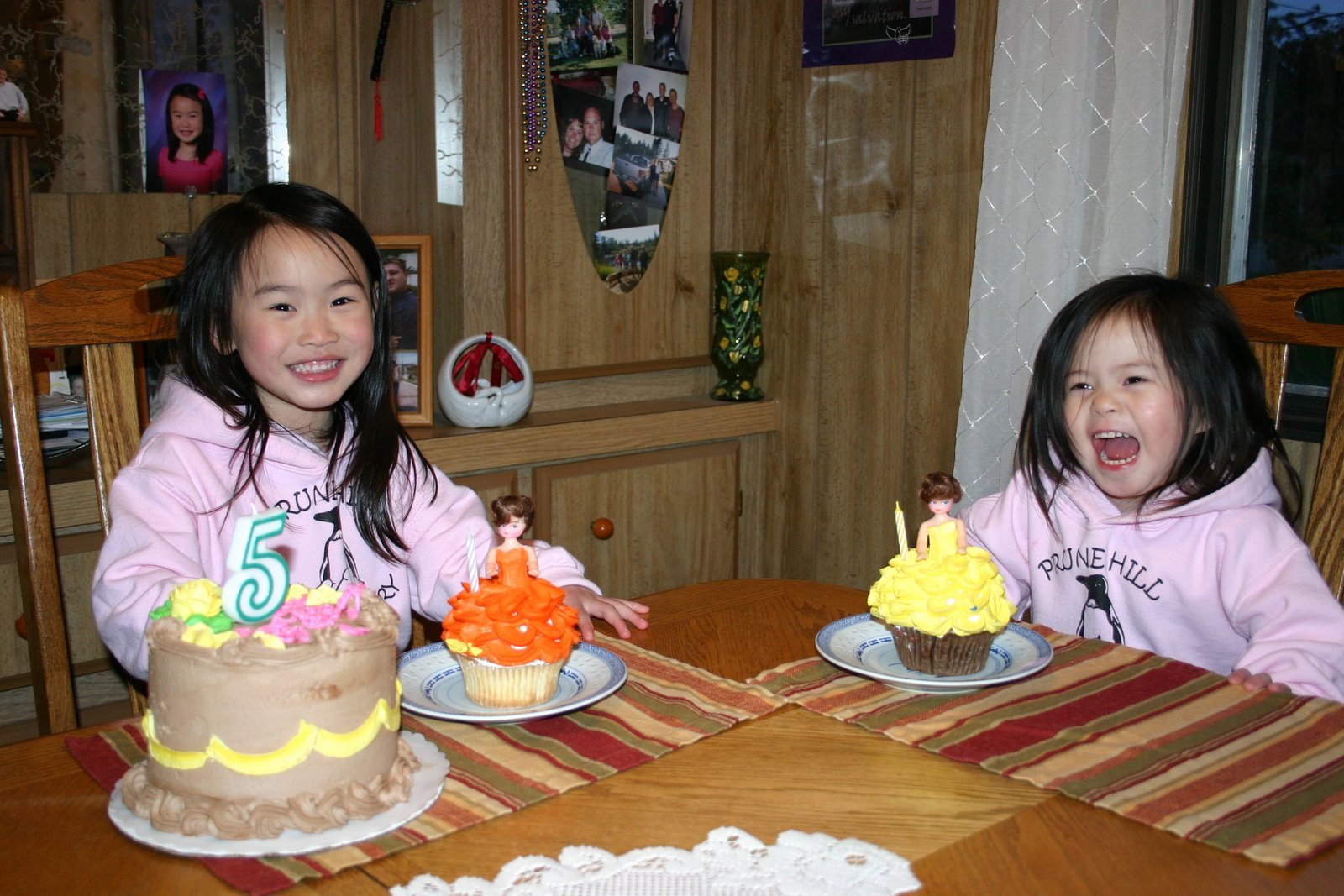 [Simones+First+5th+BDay+Party+006-1.JPG]