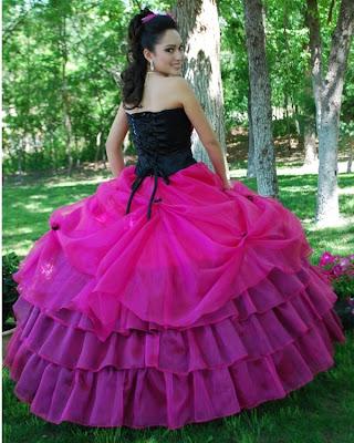 Vestidos de 15 en fucsia y negro