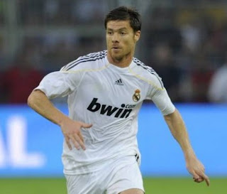 Xabi Alonso en partido con el Real Madrid