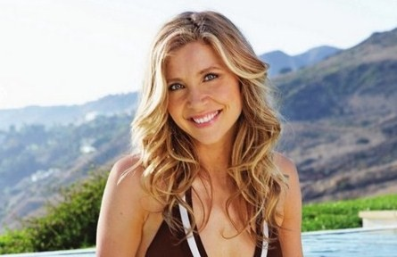 ... of my fave Scrubs stars Sarah Chalke will be returning to TV come fall!