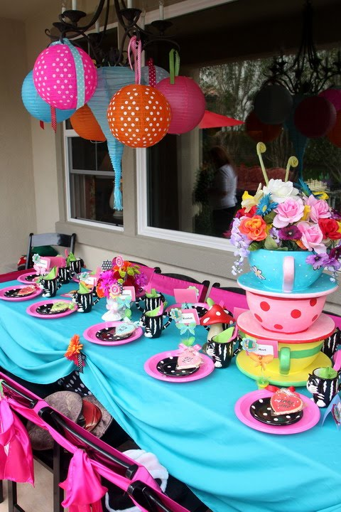 alice in wonderland tea party table setup