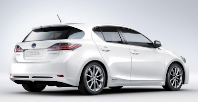 2011 Lexus CT 200h attitude and driving 2