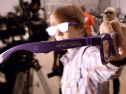 Justin Bieber's Purple Glasses (in 3D) » justin-bieber-purple-glasses
